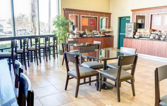 Comfort Inn Suites near Universal North Hollywood Burbank - Breakfast Sitting Area