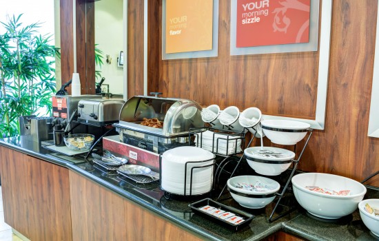 Comfort Inn Suites near Universal North Hollywood Burbank - Complimentary Daily Breakfast
