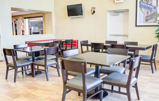 Comfort Inn Suites near Universal North Hollywood Burbank - Breakfast Lounge with TV