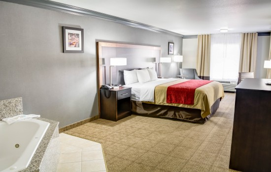 Comfort Inn Suites near Universal North Hollywood Burbank - Large King Hot Tub Room