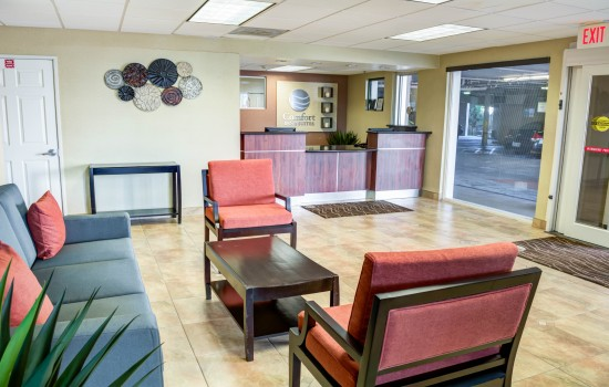 Comfort Inn Suites near Universal North Hollywood Burbank - Lobby Waiting Area