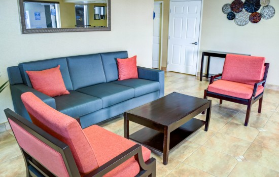 Comfort Inn Suites near Universal North Hollywood Burbank - Lobby Area Waiting Lounge